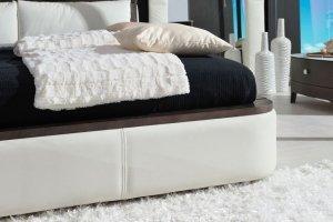 Мягкая кровать обитая кожей